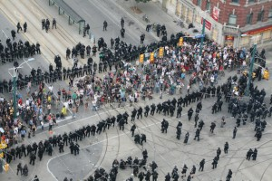 Image: Police officers kettling crowd