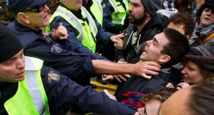 RCMP officer throttling protestor