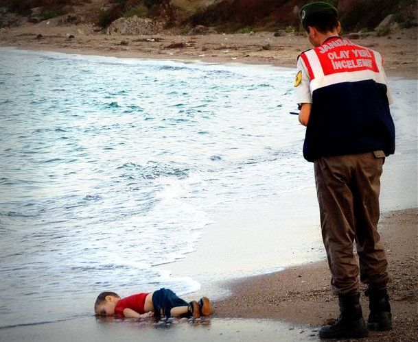 Dead Syrian boy on beach