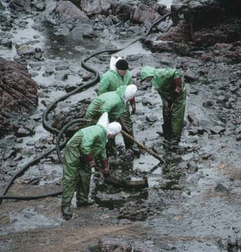 oil-spill-workers