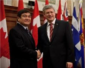 Peter Penashue and Stephen Harper shake hands