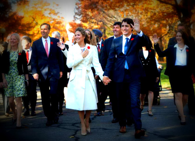 Justin Trudeau and wife Sophie Gregoire walk to Rideau Hall